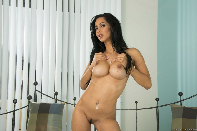0508 631x420 Luna Star, Isis Love   Milfs Like It Big (Seducing the Sitter)